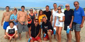 """Zdjęcie """"rodzinne"""" 2, 3 i 4 od prawej zwycięski TEAM ŚWINOUJŚCIE – Jan Adamski, Paulina Kaczmarek i Robert Walczak. Foto: OSiR"""