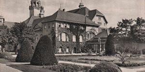 W latach trzydziestych ściany hotelu porastał bluszcz.