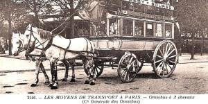dobny omnibus podwoził przyjezdnych z dworca kolejowego pod drzwi hotelu.