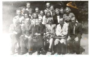 Zakończenie roku szkolnego 1948 – widoczne harcerki