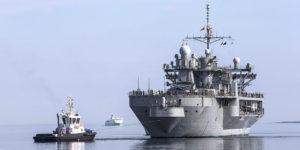USS Mount Whitney - amerykańskiokręt dowodzeniatypuBlue Ridge wpływa do portu w Tallinie.