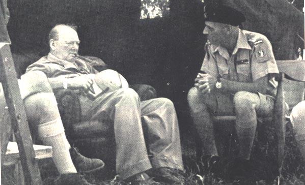 Winston Churchill rozmawia z Władysławem Andersem