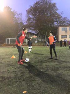 Marcina Dorna - szkoleniowiec U-19 wraz z trenerami AP Baltica przeprowadził dla naszych zawodników bardzo ciekawe zajęcia piłkarskie.