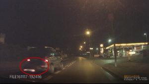 Kilka dni temu jeden z naszych Czytelników zauważył jadącą terenówkę z martwym dzikiem załadowanym na bagażnik samochodowy.